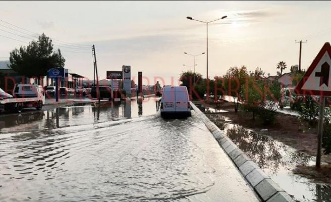 Lefkoşa Sanayi Bölgesi yine sular altında kaldı