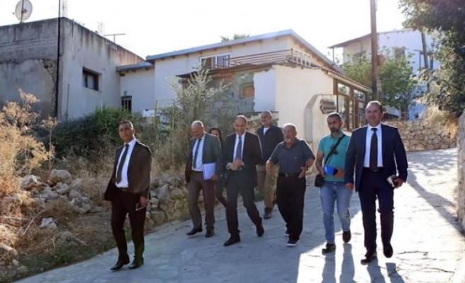 Özersay Bağlıköy'ü ziyaret etti, tarihi değirmeni inceledi