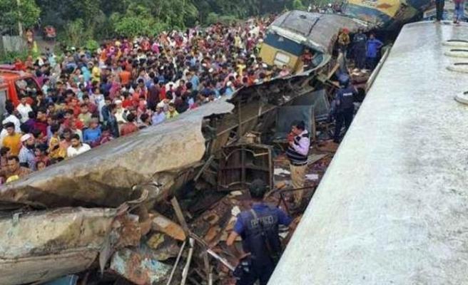 Bangladeş'te tren faciası