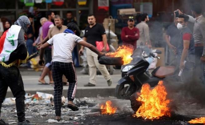 Irak'taki protestolarda ölü sayısı 319'a yükseldi