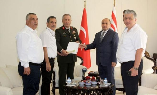 Toplanan yardımlar TC Lefkoşa Büyükelçisi Başçeri'ye teslim edildi