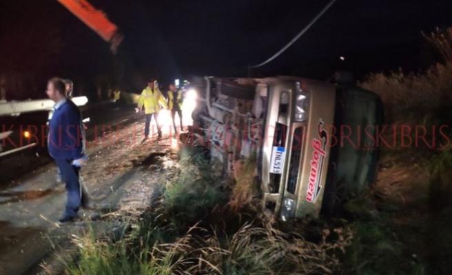 Minibüs devrildi, yolcular ölümden döndü