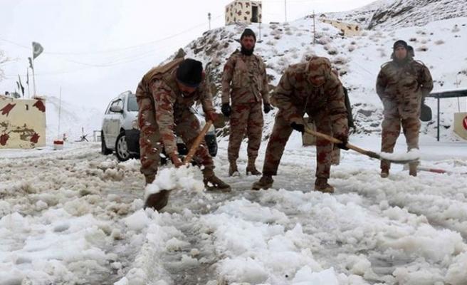 Pakistan'da kar yağışı sebebiyle ölenlerin sayısı 41'e çıktı