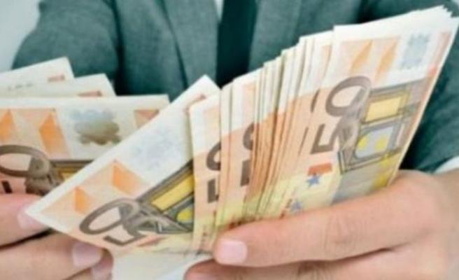 Rum tarafındaki devlet yetkililerinin yıllık maaşları