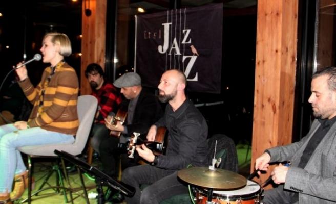 The Hot Club of Cyprus, Letonyalı  vokalist Ronja eşliğinde büyüledi
