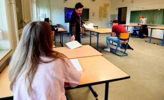 Almanya'da binlerce öğrenci bugün okula başladı
