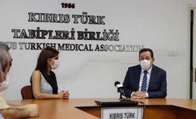 Denktaş, Kıbrıs Türk Tabipler Birliği'ni ziyaret etti