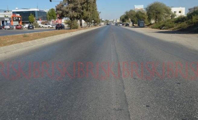 Silinen yol çizgileri, trafik kazalarına yol açıyor