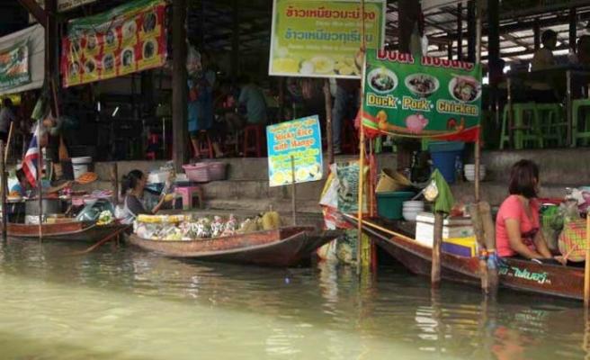Tayland'da yüzen pazarlar