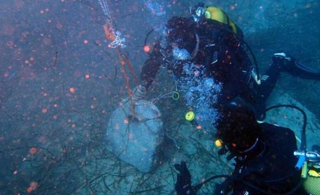 Üzerinde hiyeroglifler yer alan 3 bin yıllık Mısır çapası denizden çıkarıldı