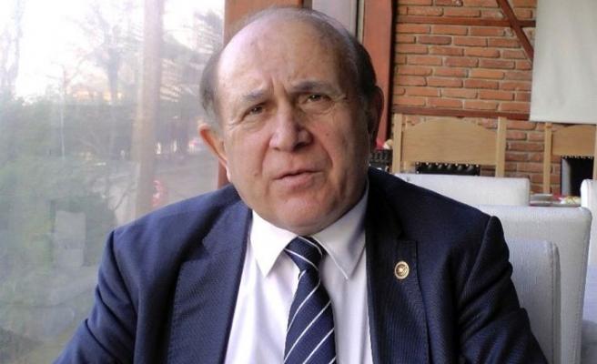 Burhan Kuzu Covid-19 nedeniyle hayatını kaybetti