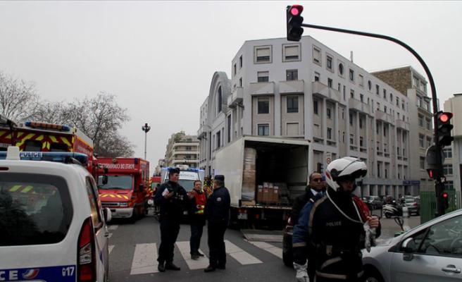 Fransa'da Hebdo saldırısı davası Kovid-19 engeline takıldı