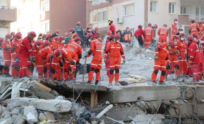 İzmir'deki arama kurtarma çalışmalarının bu gece bitirilmesi hedefleniyor