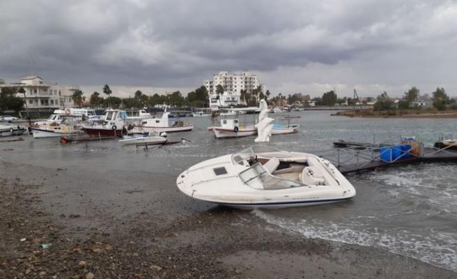 Gazimağusa sahilinde 4 tekne battı
