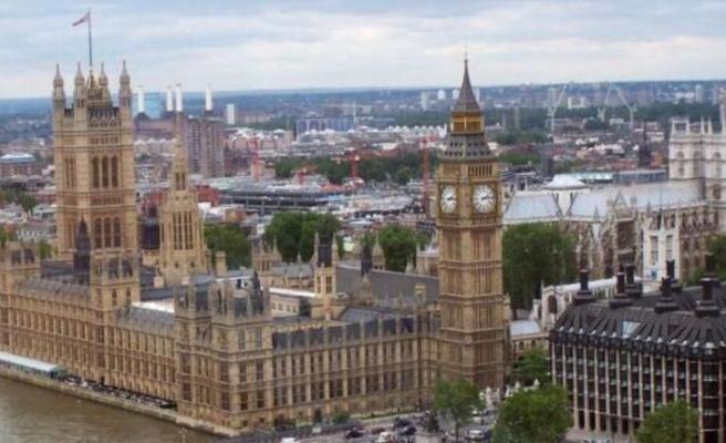 İngiltere 'üst düzey' iş insanlarına karantina istisnası getirdi