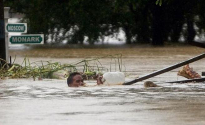Filipinler'de sel: 5 ölü