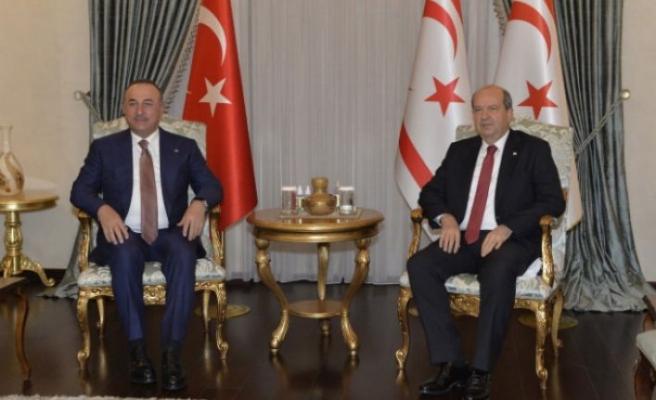Cumhurbaşkanı Ersin Tatar, Türkiye Cumhuriyeti Dışişleri Bakanı Mevlüt Çavuşoğlu'nu kabul etti
