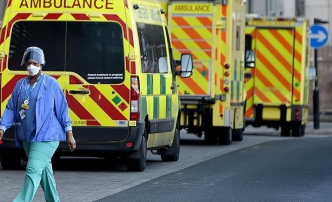 İngiltere'de Kovid-19 kaynaklı ölümler azalmaya devam ediyor