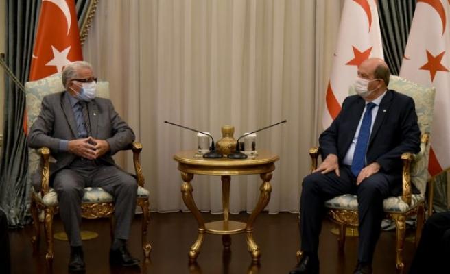 Cumhurbaşkanı Tatar Erenköy Mücahitler Derneği heyetini kabul etti