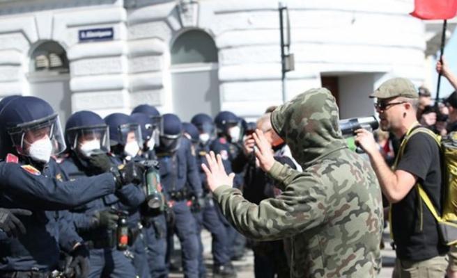 Viyana'da karantina karşıtı gösteri