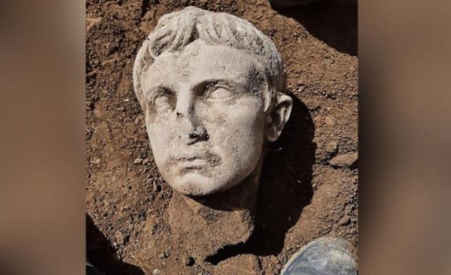 İlk Roma imparatoru Augustus'un 2 bin yıllık mermer büstü bulundu