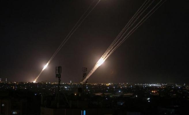 İsrail'in saldırılarına karşılık Gazze'den İsrail'e 200 füze atıldı