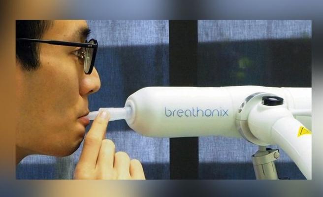 Singapur'da Kovid-19'u bir dakikada tespit eden nefes testinin kullanımı onaylandı