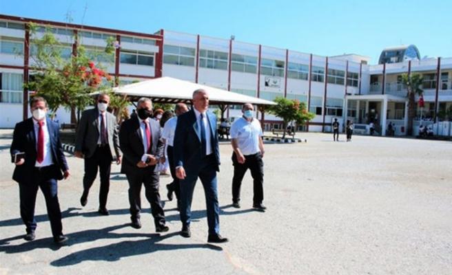 Eğitim Bakanı Amcaoğlu Girne'de bazı okullarda incelemelerde bulundu