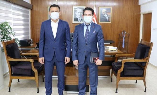 Halk Bankası KKTC Müdürü Ceyran, Maliye Bakanı Oğuz'u ziyaret etti
