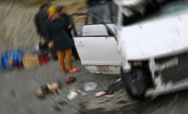İran'ın kuzeybatısında gazetecileri taşıyan otobüs kaza yaptı