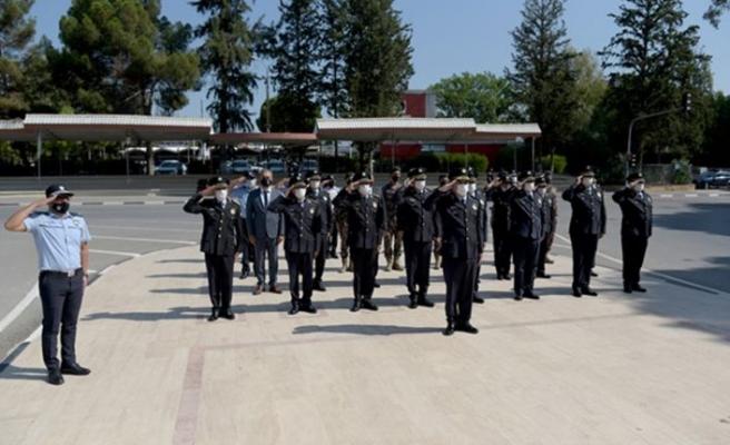 Polis Günü nedeniyle anıtlara çelenkler konuldu