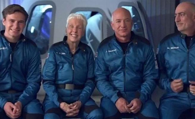 Dünyanın en zengin insanı Jeff Bezos uzaya seyahat etti