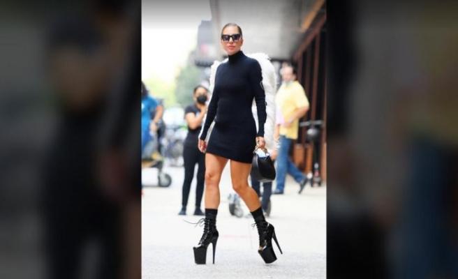 Lady Gaga 30 santimlik topukla geziyor