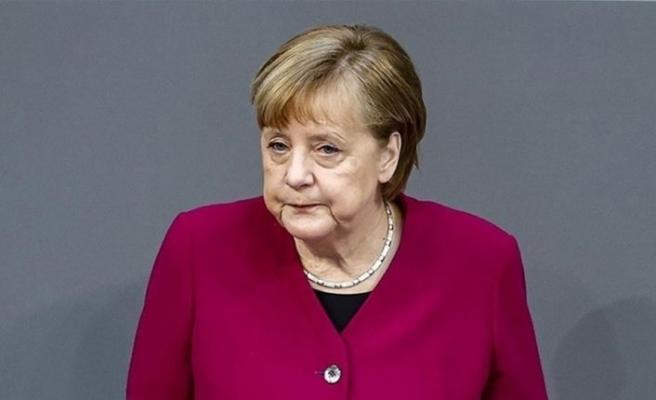 Merkel: Almanya'da aşı zorunluluğu getirilmeyecek