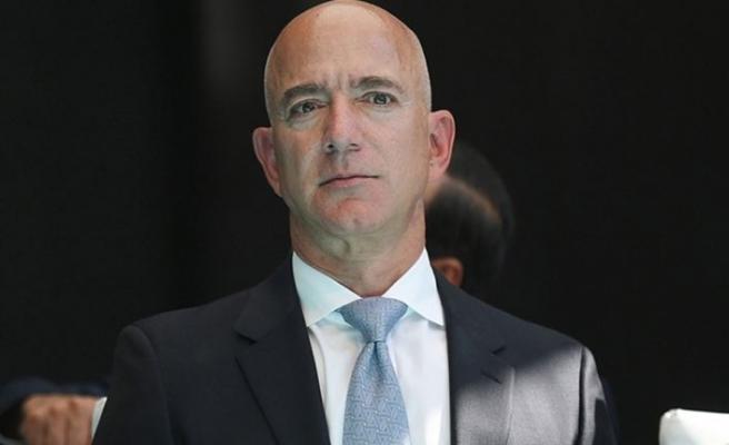 Milyarder İşadamı Jeff Bezos bugün uzaya seyahat ediyor