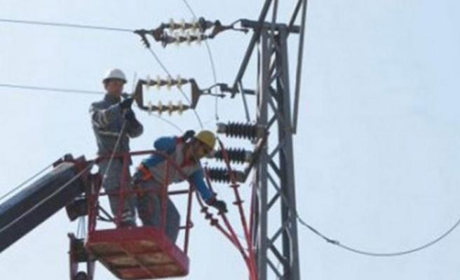 Yeşilyurt'ta Elektrik şebekesinde çalışma yaparken akıma kapılan Özikiz yoğun bakımda