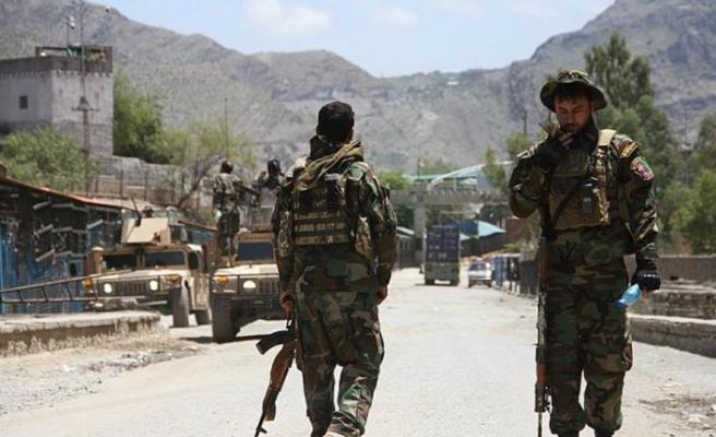Afgan hükümet güçleri, Taliban'a karşı 5 vilayet merkezinin kontrolünü kaybetti