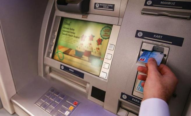ATM'de yardım bahanesiyle yaklaştı, hesaptan para çaldı