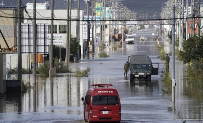 Japonya'da Lupit tayfunu sonrası 235 bin kişiye tahliye uyarısı yapıldı