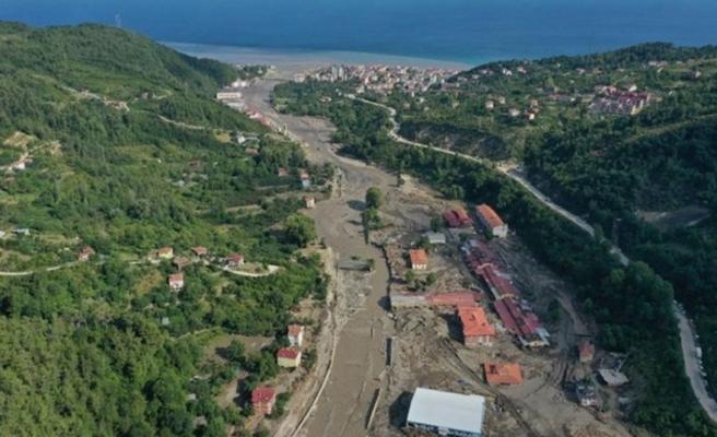 Kastamonu'nun Bozkurt ilçesindeki arama kurtarma ve enkaz çalışmaları aralıksız sürüyor