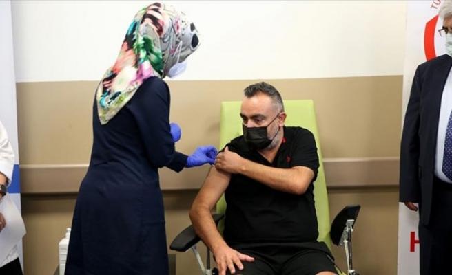 'TURKOVAC' aşısı Faz-3 çalışması kapsamında Erciyes Üniversitesinde gönüllülere uygulanmaya başlandı