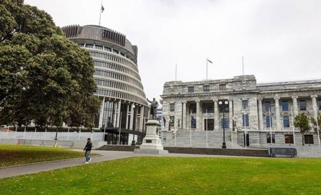 Yeni Zelanda'daki Kovid-19 kısıtlamaları uzatıldı