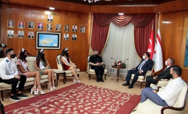 Başbakan Saner, Mıss Kuzey Kıbrıs güzelleri ve Bay Kuzey Kıbrıs birincisini kabul etti