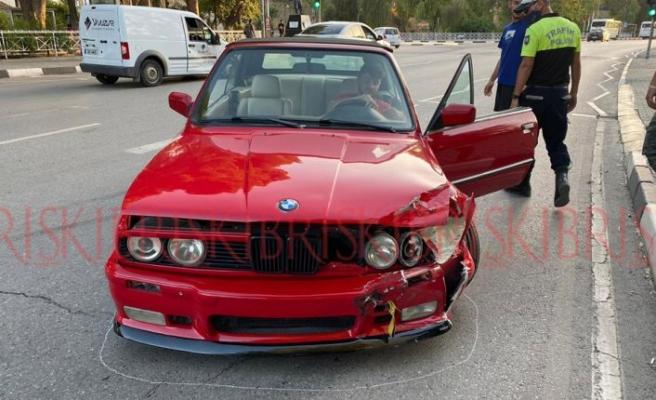 Dikkatsizce şerit değiştirensürücü kazaya neden oldu