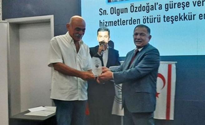 Güreş Federasyonunun kurucu başkanı Rifat Şener anıldı
