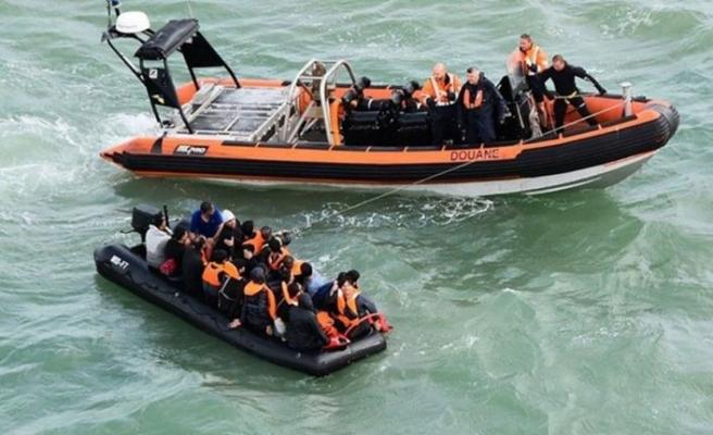 """İngiltere Göçmenleri taşıyan teknelere """"geri itme taktikleri"""" uygulamayı planlıyor"""