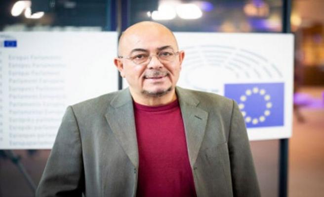 Kızılyürek İngilizce kitapları konusunu Avrupa Parlamentosu'na taşıyor