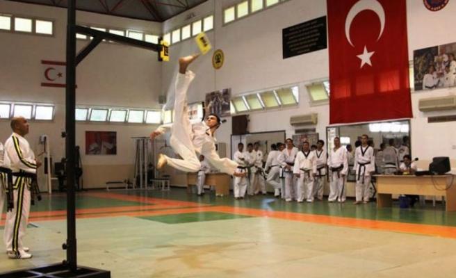 Taekwondocular kupada kapıştı