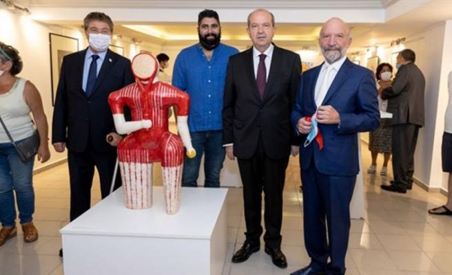 """Cumhurbaşkanı Tatar, """"Güzel Sanatlar Mayıs"""" Sergisi ve Kazak Sanatçı Bagdat Sarsenbiyev'in seramik sergisinin açılışını yaptı"""