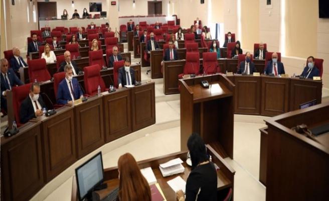 Meclis yeni yasama yılı açılışı törensel toplantıyla başladı.Sennaroğlu:Covid-19 sürecinde birçok yasa Meclis'te görüşülemedi